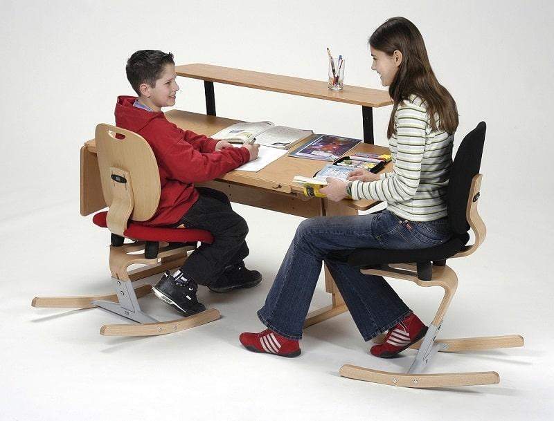 un bureau enfant cologique. Black Bedroom Furniture Sets. Home Design Ideas