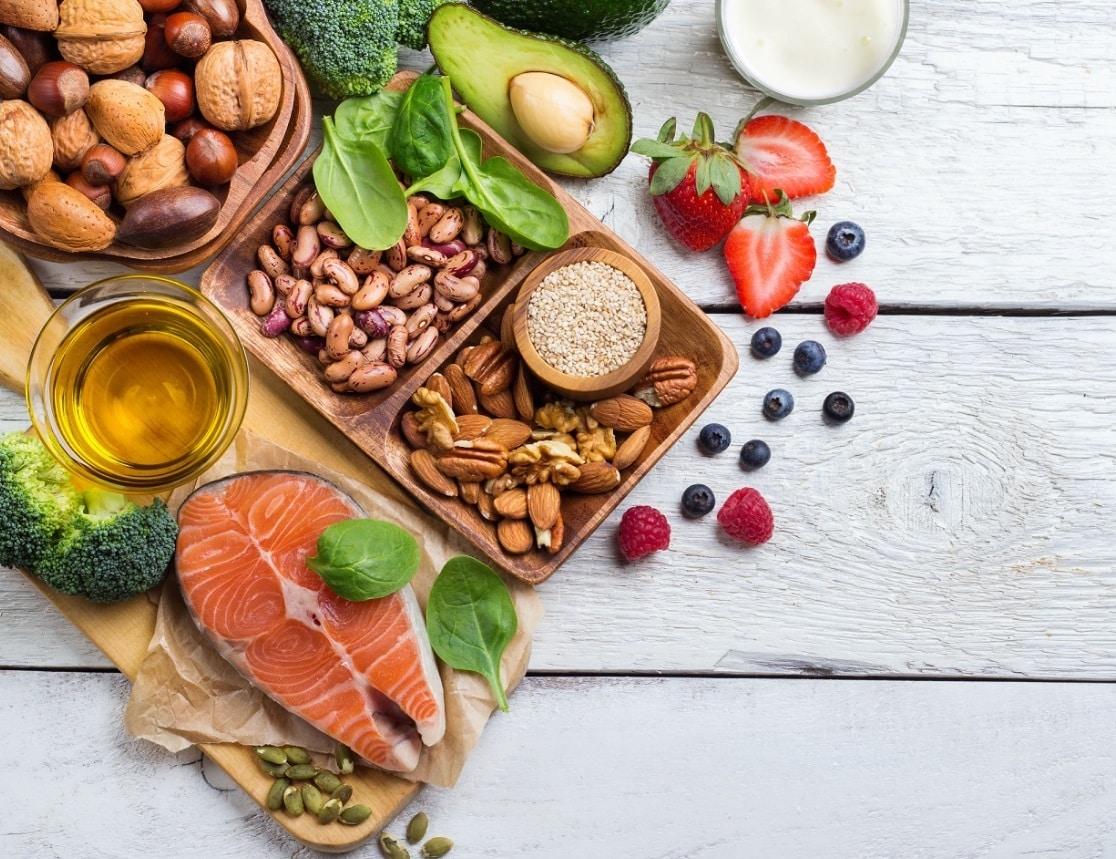 aliments_sains_poés_sur_une_table