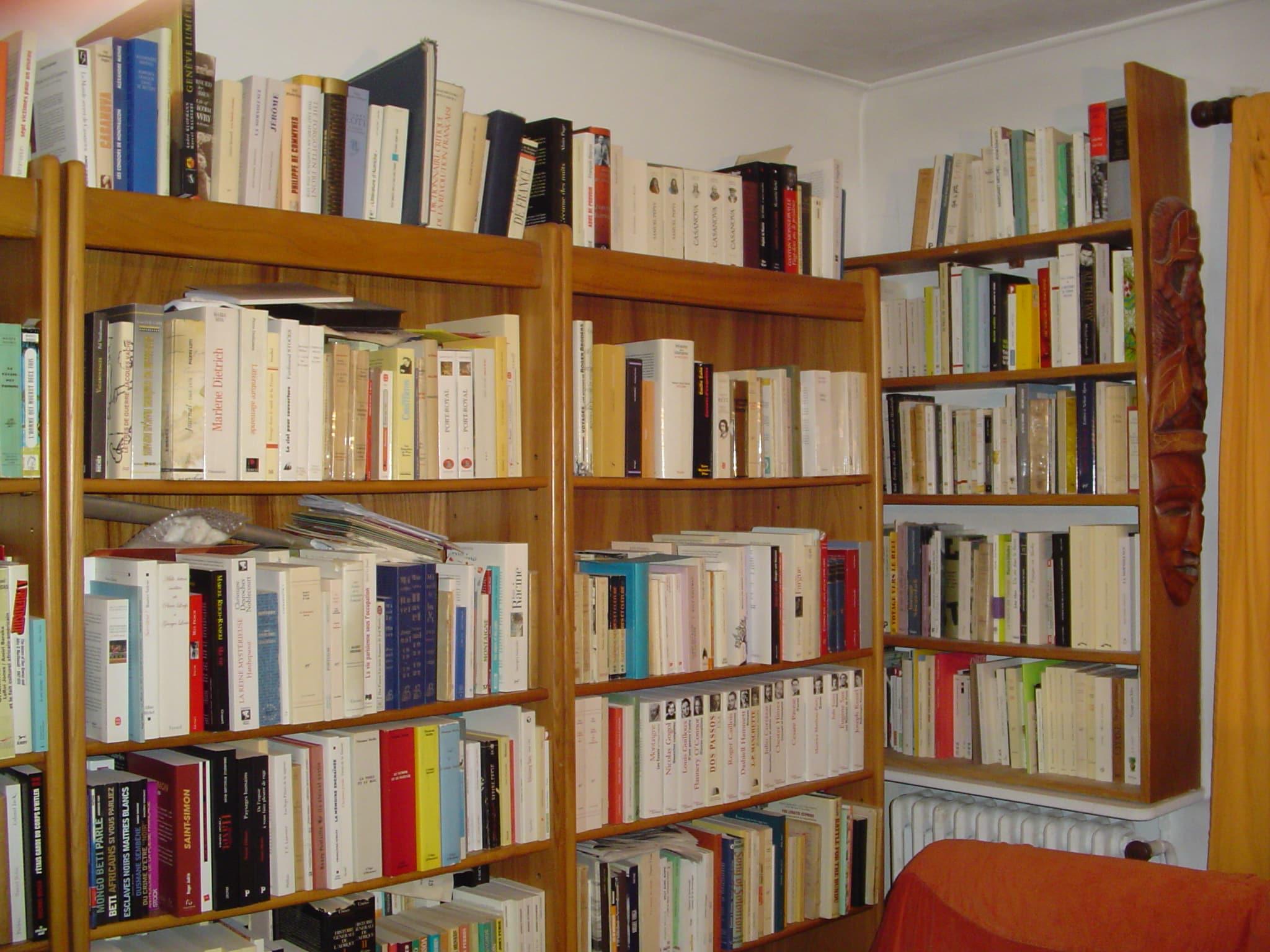 bibliothèque et le livre
