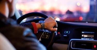 Quels sont les avantages de louer une voiture de luxe avec chauffeur?